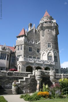 Casa Loma is a Gothic Revival style mansion and gardens in midtown, Toronto, Ontario, Canada, that is now a museum and landmark. It was originally a residence for financier Sir Henry Mill Pellatt. Casa Loma was constructed over a three year period from 19 Beautiful Castles, Beautiful Places, Toronto Pictures, Places Around The World, Around The Worlds, Villa, Castle House, Medieval Castle, Old Buildings