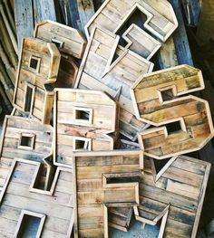 Here are beautiful creations made out of pallets ! They are just perfect for stores as well as for your home ! 45$ on Etsy.