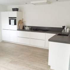 Outstanding modern kitchen room are available on our web pages. Read more and you wont be sorry you did. Kitchen Rules, New Kitchen, Kitchen Dining, Kitchen Cabinets, Kitchen Ideas, Kitchen Yellow, Loft Kitchen, Kitchen Corner, Awesome Kitchen