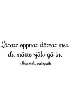 Väggord: Lärare öppnar dörrar Text Quotes, Words Quotes, Wise Words, Funny Quotes, Sayings, Words For Girlfriend, Feeling Happy Quotes, Spiritual Words, Study Quotes