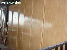 . Puertas y cercos de armarios empotrados, en color haya, para construir unos cuatro armarios.