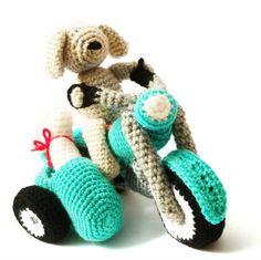 Hoi! Ik heb een geweldige listing gevonden op Etsy https://www.etsy.com/nl/listing/78966832/amigurumi-pattern-crochet-motorcycle-dog