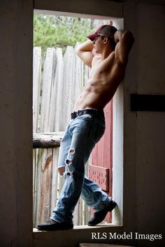 I mean....really. Oye veh what a good pair of jeans on a sexy country boy does to my heart.