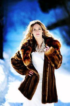 Winter Wedding Fur, Winter Wedding Bridesmaids, Elegant Winter Wedding, Winter Bride, Winter Wonderland Wedding, Brides And Bridesmaids, Vintage Fur, Vintage Bridal, Vintage Glamour