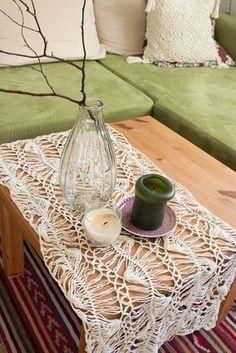 Alte Handarbeitstechnik | Tischläufer | Tischdecke | Gabelhäkelei | Netzgabel | Do it yourself | Selber machen | Häkeln | Deko | Wohnung