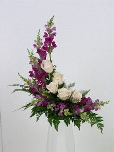 Good Photo Funeral Flowers diy Ideas No matter if you happen to be arranging or maybe participating, funerals will always be your sorrowful and occ. You are in the right place Contemporary Flower Arrangements, Creative Flower Arrangements, Flower Arrangement Designs, Beautiful Flower Arrangements, Beautiful Flowers, Flower Designs, Beautiful Pictures, Altar Flowers, Church Flowers