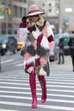 How to Wear a Fur Coat: Best Street Style Looks from New York Fashion Week Fall/Winter Street Style New York, Street Style Chic, Autumn Street Style, Street Style Looks, Street Style Women, New Fashion Trends, Fashion Week, New York Fashion, Fur Fashion