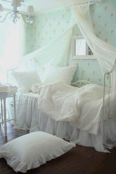 7 Clear Clever Tips: Shabby Chic Dining Pink Roses shabby chic bedroom neutral.Shabby Chic Furniture Before And After shabby chic kitchen ikea.Shabby Chic Furniture Before And After. Shabby Chic Bedrooms, Bedroom Vintage, Shabby Chic Homes, Shabby Chic Furniture, Shabby Chic Decor, Rustic Decor, Shabby Chic Girl Room, Distressed Furniture, Trendy Bedroom