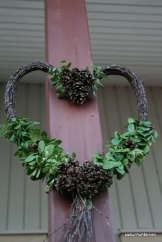 kranssi DIY Hobbies And Crafts, Diy And Crafts, Arts And Crafts, Door Wreaths, Grapevine Wreath, Christmas Wreaths, Xmas, Art And Hobby, Summer Wreath