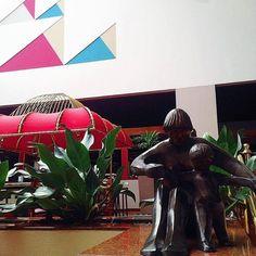 Obra A Maternidade  do Angelo Ktenas no Lobby do Castro's. #CastrosParkHotel # Castros30Anos #Hotel5Estrelas #HotelemGoiânia #5Star by castrospark Veja no #instagram: http://ift.tt/1WL77LF