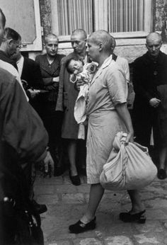 Robert Capa - Chartres, France, August Just after the liberation of the town, this French woman who had a baby with a German soldier had her head shaved as punishment. Women In History, World History, Ancient History, Asian History, Tudor History, History Photos, British History, History Facts, American History