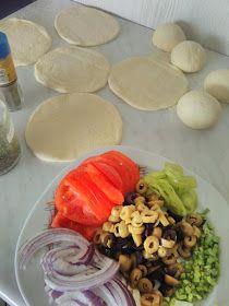 ΜΑΓΕΙΡΙΚΗ ΚΑΙ ΣΥΝΤΑΓΕΣ: Ελιόψωμα Αφράτα !!! Cantaloupe, Food Processor Recipes, Eggs, Breakfast, Ethnic Recipes, Greek Dishes, Brot, Easy Meals, Morning Coffee