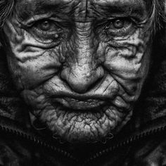 Portraits of homeless people by Lee Jeffries Lee Jeffries, Black And White Portraits, Black White Photos, Black And White Photography, We Are The World, People Of The World, Portrait Fotografia, World Press Photo, Old Faces