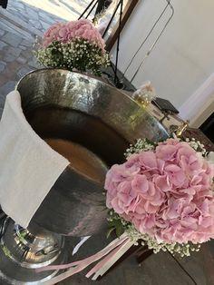 Η βάπτιση της Άννας !!! #nikolas_ker #sep2017 #baby #girl #unicorn #rainbow #baptism #vaftisi #vaptisi #nea_ionia #athens #greece #decoration #favors #candybar #candytable ##sweets #boboniera #events #greekevents #boboniera #μπομπονιέρα #flowers Christening Decorations, Baptism Centerpieces, Baby Staff, Girl Decor, Floral Arrangements, Design, Christening, Design Comics, Flower Arrangement