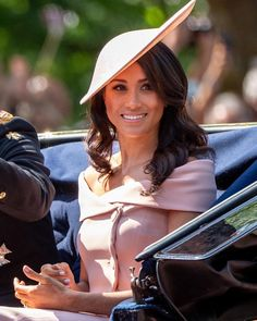 Here's a closer shot at Meghan Markle's hair and makeup today at #TroopingTheColour. The Duchess is wearing a Carolinaherrera top and skirt and Philiptreacy hat!  #hat #fashion #beauty #style #meghanmarkle #makeup