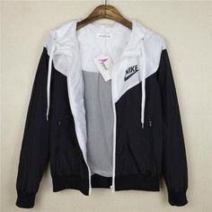 jacket nike black and white sexy workout clothes nike windbreaker cute sweater blouse black white tu Sexy Workout Clothes, Sport Outfit, Cute Jackets, Casual Jackets, Cute Bomber Jackets, Women's Jackets, Womens Workout Outfits, Athletic Outfits, Athletic Fashion
