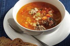 Αυτή η σούπα αρέσει σε όλους - ιδίως τις κρύες χειμωνιάτικες μέρες. Γαρνίρουμε με τριμμένη παρμεζάνα και φρέσκο πιπέρι.