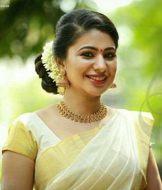 The serenity of Kerala reflects in the pristine off white and gold saree from the state. Splendid is the word! Onam Saree, Kasavu Saree, Set Saree, Saree Dress, Kerala Bride, South Indian Bride, Kerala Saree Blouse Designs, Indian Henna Designs, Engagement Saree