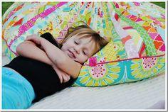 כזה אבל לא כזה.  http://www.livingwithpunks.com/2011/11/made-jelly-roll-floor-pillow.html