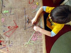 preschool tapestry table - so cool! This website is full of great preschool ideas Reggio, Preschool Art, Preschool Activities, Time Activities, Projects For Kids, Crafts For Kids, Fun Crafts, Diy Projects, Crafty Kids