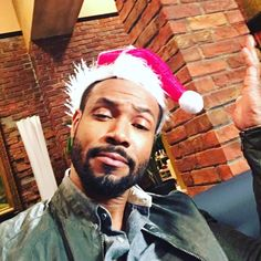 When opening to the front facing camera & Isaiah Mustafa still looks perfect...