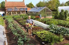 Respected British gardener, Charles Dowding and his approach to no-dig gardening presents a convincing case for an easier, more productive vegetable garden. Hydroponic Gardening, Hydroponics, Organic Gardening, Gardening Books, Gardening Tips, Outdoor Toilet, Dig Gardens, Crop Rotation, Clay Soil