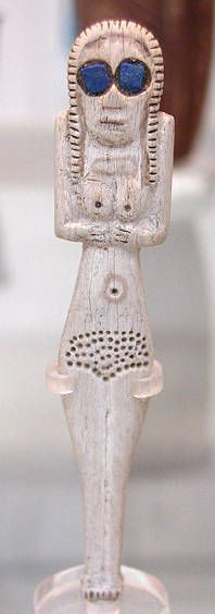 Egyptian Naqada bone figure of a standing woman; the lapis lazuli inlays (blue colored iris of the eye were probably added in modern times. Macedonia, Lapis Lazuli, Sea Peoples, Latest Discoveries, Book Of Kells, Ancient Egyptian Art, Dark Ages, British Museum, Carving