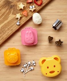 Laptop Lunches Bento-ware Panda Fun Lunch Pack   Infuse a little fun into lunchtime, crafting sandwiches, eggs and fruit into nature-inspired shapes that encourages little ones to eat everything.
