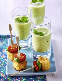 Brunch Recipes The recipe for zucchini lassi and breaded feta cubes with cherry tomatoes and ba … Popular Appetizers, Vegan Appetizers, Appetizer Recipes, Snack Recipes, Lassi, Mexican Breakfast Recipes, Brunch Recipes, Food To Go, Food And Drink