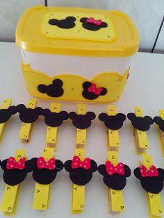 Val Artes em E.V.A: Prendedores Decorados - Tema: Mickey e Minie Paperclip Crafts, Clothespin Magnets, Clothespins, Minnie Mouse Party, Mouse Parties, Mickey Mouse Classroom, Diy And Crafts, Crafts For Kids, Mickey Minnie Mouse