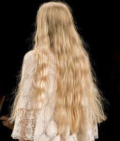 Long hair on the runway at Anna Sui Rapunzel, Hair Inspo, Hair Inspiration, Inspo Cheveux, Yennefer Of Vengerberg, Peinados Pin Up, Mermaid Hair, Dream Hair, Pretty Hairstyles