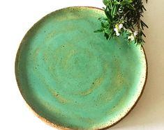 Rustic Decor Handmade Pottery in Mediterranean von VIBceramics Rustic Dinnerware, Stoneware Dinnerware, Green Dinner Sets, Handmade Pottery, Handmade Gifts, Rustic Ceramics, Ceramic Plates, Modern Rustic, Rustic Decor