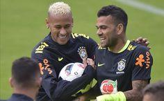 Reencuentro entre Alves y Neymar