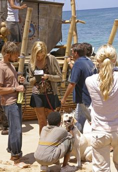 "1.23 ""Exodus (Part 1)"" – Publicity still. Lots of last-minute things. Shannon gets her message into the bottle."