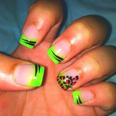 Love this neon tip nail. <33