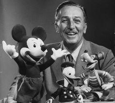 """Walter Elias Disney, besser bekannt als """"Walt Disney"""" († 15.12.1966) zählt zu den größten Freizeithelden des 20. Jahrhunderts. Er gab Kindern die Möglichkeit zu träumen. Er brachte viele lächeln auf Kinderlippen und lässt heute noch Kinderaugen strahlen."""