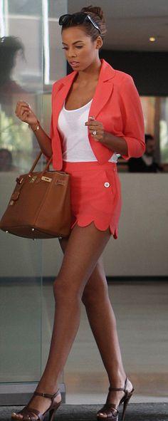 a m a z i n g coral scallop short suit.ahh I have shoes like that! Def need a coral short suit! Estilo Fashion, Love Fashion, Fashion Looks, Petite Fashion, Ladies Fashion, Coral Shorts, Blazer And Shorts, Summer Chic, Spring Summer Fashion