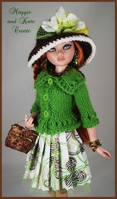 Barbie Knitting Patterns, Baby Cardigan Knitting Pattern, Knitting Dolls Clothes, Doll Dress Patterns, Barbie Patterns, Knitted Dolls, Barbie Wardrobe, Crochet Barbie Clothes, Vintage Barbie Dolls