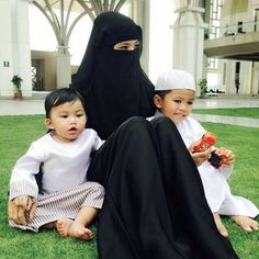 Muslimah With her childrens Muslim Family, Muslim Couples, Muslim Women, Hijab Niqab, Muslim Hijab, Beautiful Hijab, Most Beautiful Women, Muslim Beauty, Perfect Legs