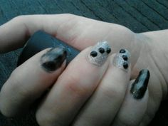 Magnetic grey with glitter and rhinestone accent nails