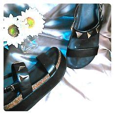 FLATFORMS Very cute ! Pre - loved .Comfy platform sandals Shoes Sandals