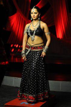 Anushka Shetty Sizzling And Attractive Photo Still