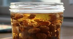 Raisin Water Can Detoxify Your Liver And Cleanse Intestines Healthy Foods To Eat, Healthy Tips, Healthy Recipes, Raisins Benefits, The Kitchen Food Network, Constipation Remedies, Unhealthy Diet, Natural Colon Cleanse, Clean Diet
