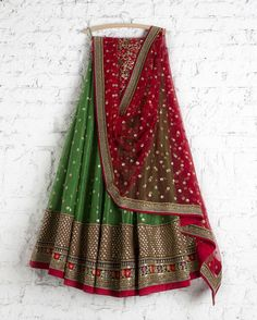 SMF LEH 165 17 Emerald lehenga with kumkum red sequin dupatta and floral threadwork blouse Please dm us for the price or visit our… Indian Bridal Lehenga, Indian Bridal Wear, Indian Wedding Outfits, Bridal Outfits, Indian Outfits, Indian Wear, Red Wedding, Wedding Bride, Wedding Dress