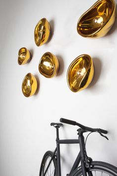 Gold blow glass wall lamp by Dark // Product available one HomeLovers. Modern Lighting, Lighting Design, Casa Mix, Stained Glass Art, Ceiling Lamp, Wall Lamps, Wall Sconces, Sconce Lighting, Art Design