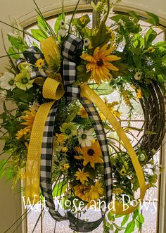 Spring Wreaths For Front Door Diy, Diy Spring Wreath, Diy Wreath, Spring Crafts, Christmas Swags, Holiday Wreaths, Deco Mesh Wreaths, Door Wreaths, Sunflower Wreaths