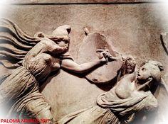 Detalle del Friso de las Amazonas del Mausoleo de Halicarnaso: combate entre Amazonas y Griegos. Detail of the Frieze of the Amazons of the Mausoleum of Halicarnassus: fighting between Amazons and Greeks.