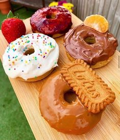 🍩SWEET BREAKFAST DOUGHNUTS!🍩 ⭐1.5 syns each!(1 for the jam one)⭐ #slimmingworld #weightloss #swuk #weightlossprogress #slimming #weightlossjourney #slimmingworldsupport #instaweightloss #motivation #weightlossinsta #foodoptimising #slimmingworlduk #foodblogger #fitblog #healthyfood #slimmingworldideas #swmafia #instafood #slimmingworldinspiration #syns #weightlossmotivation #swfood #healthyfood #slimmingworldinsta #swmafia #swfood #swdessert #swbreakfast #doughnuts Slimming World Desserts, Slimming World Breakfast, Vegetarian Desserts, Fun Desserts, Dessert Recipes, Oats Recipes, Vegetable Drinks, Sweet Breakfast, Skinny Recipes