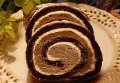 Jednoduchá sametová roláda Těsto: 6 ksvejce 5 lžickr. cukru 3 lžícetmavého kakaa 1/2 lžičkysody bikarbony Náplň: 1/2 lmléka 5 lžícepolohrubé mouky 1 ksvejce 250 gmásla 1 bal.vanilkový cukr 5 lžicmoučkového cukru 2 lžícekakaa Cookie Dough Brownies, Brownie Cake, Swiss Roll Cakes, Albanian Recipes, Cake Roll Recipes, Czech Recipes, Ethnic Recipes, Christmas Cooking, Gluten Free Baking