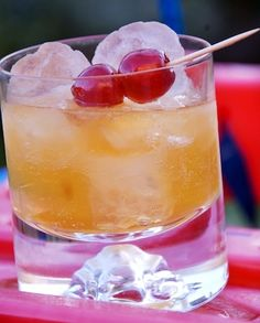 Ameretto Sour ingredients: 1 oz Disaronno amaretto almond liqueur, 1 – 2 splashes sweet and sour mix Refreshing Drinks, Summer Drinks, Fun Drinks, Alcoholic Drinks, Party Drinks, Mixed Drinks, Sour Cocktail, Cocktail Drinks, Cocktail Recipes